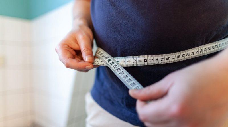 Cómo perder grasa abdominal sin deporte para hombres